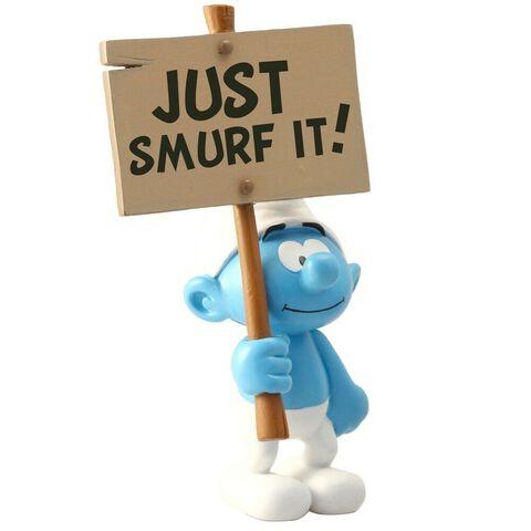 Figurine - Schtroumpf - et sa pancarte : Just Smurf It !