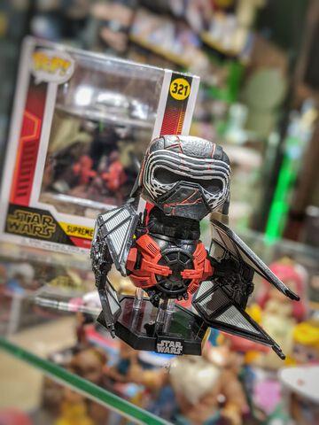 Figurine Funko Pop! N°321 - Star Wars 9 - Kylo Ren Dans Son Vaisseau